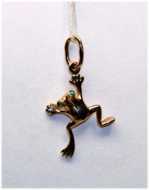 золотая подвеска лягушка