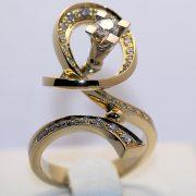кольцо с бриллиантами в 750