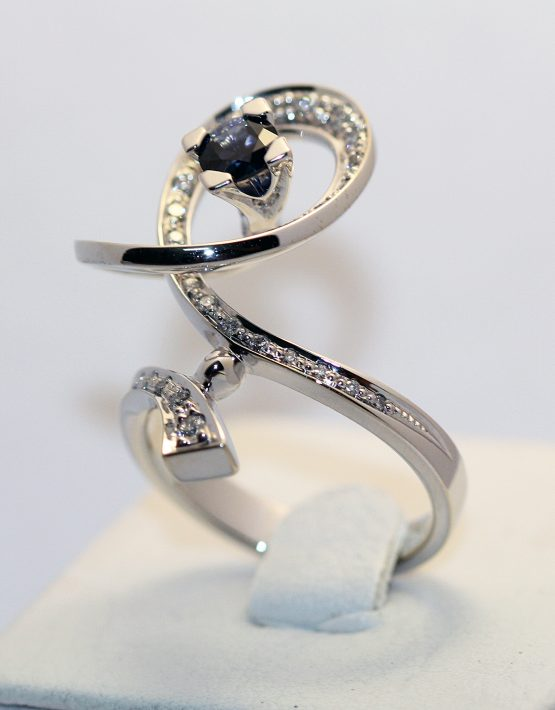 кольцо из белого золота 750