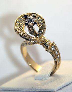 Эксклюзивное кольцо с бриллиантами