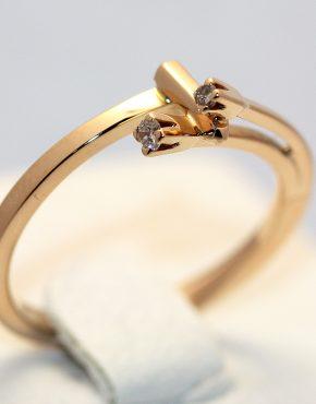 недорогое золотое кольцо с бриллиантами
