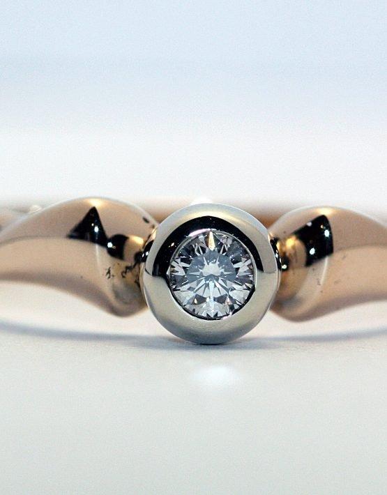купить кольцо с одним бриллиантом