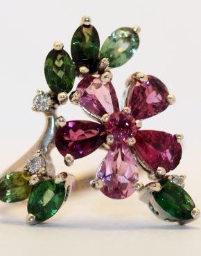 кольцо с цветными