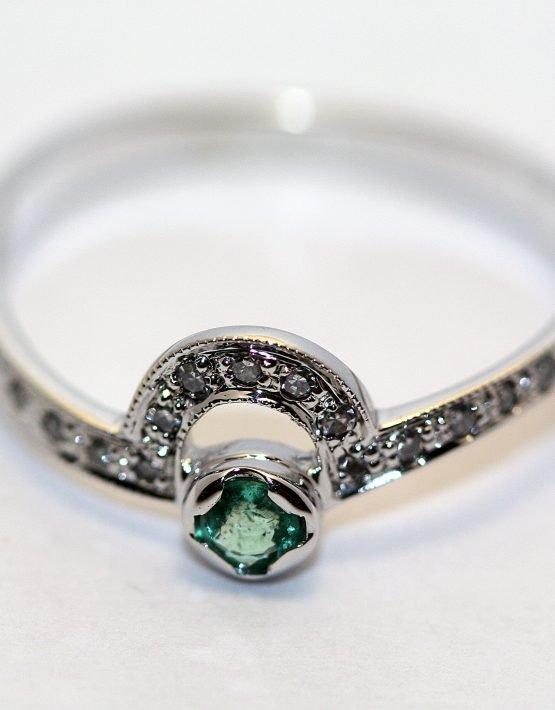купить золотое кольцо с изумрудом
