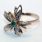 кольцо с изумрудом из