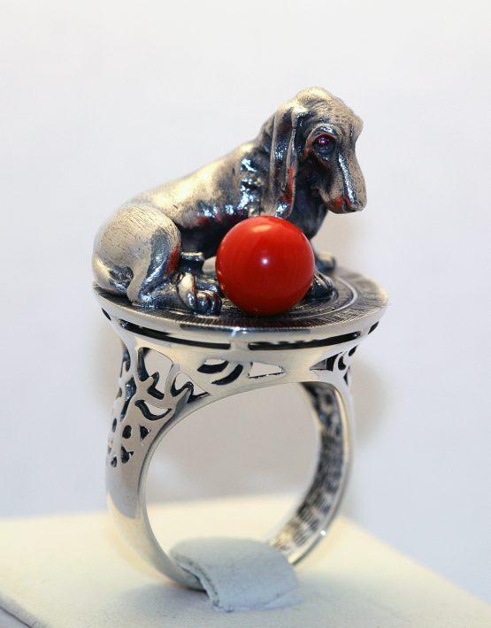 серебряное кольцо с фигуркой