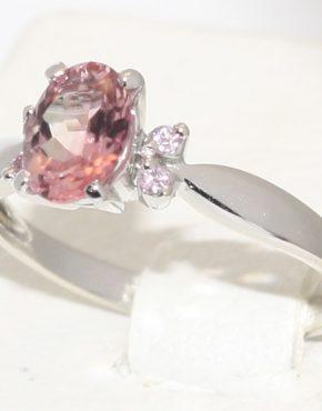 золотое кольцо с розовым