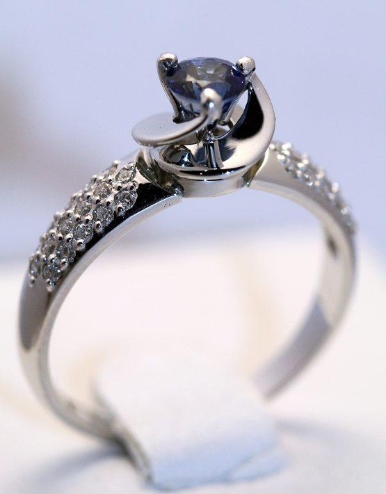 оригинальное кольцо из белого