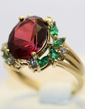 кольцо с крупным