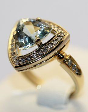 кольцо из белого и желтого золота