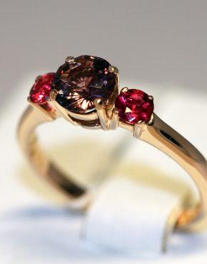 кольцо с шпинелью