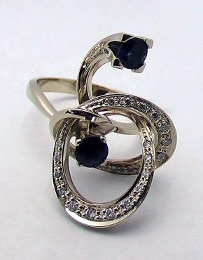 оригинальное кольцо из белого золота