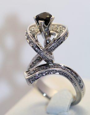 купить эксклюзивное золотое кольцо