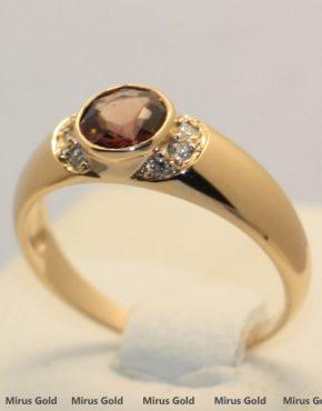 кольцо со шпинелью
