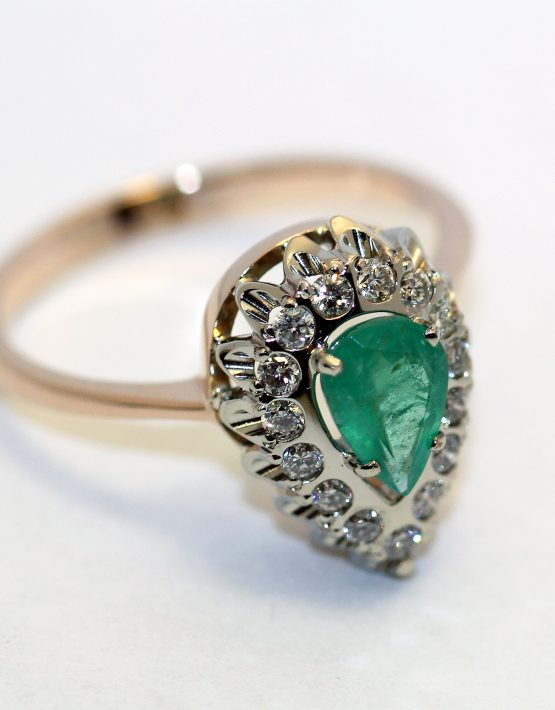 кольцо с изумрудом из золота