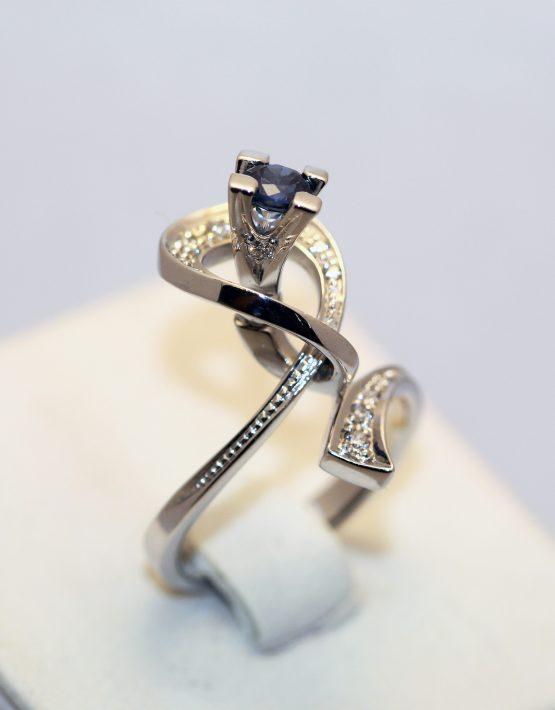 кольцо из белого