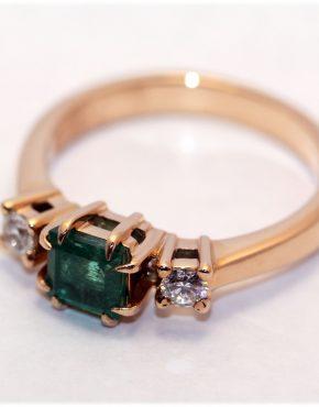 кольцо с изумрудом 585