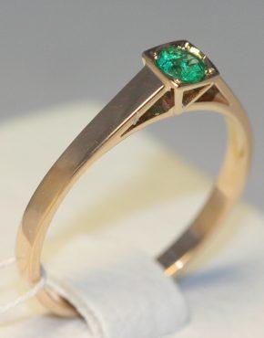 недорогое кольцо с изумрудом
