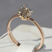 кольцо с одним камнем