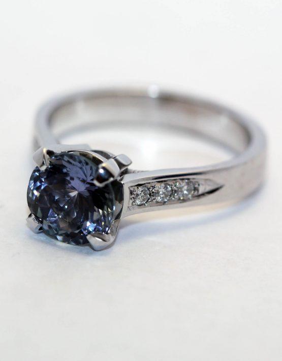 кольцо золотое с танзанитом
