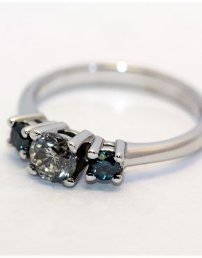 кольцо с большими бриллиантами