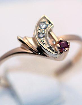 купить кольцо с рубином