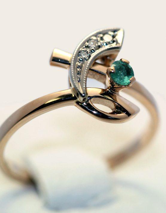 золотое кольцо с изумрудом и