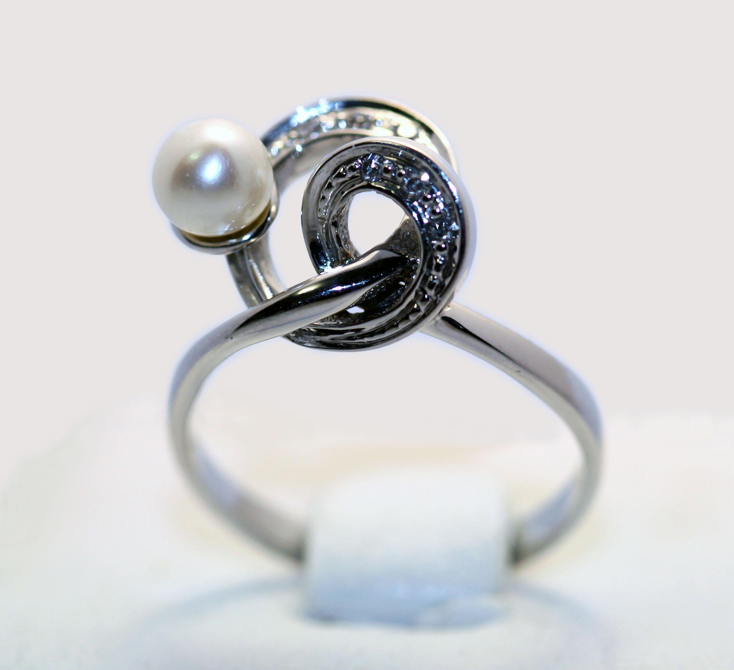 Золотое кольцо с жемчугом и бриллиантами Золотые кольца, Бриллианты, Жемчуг 4dc27fce951